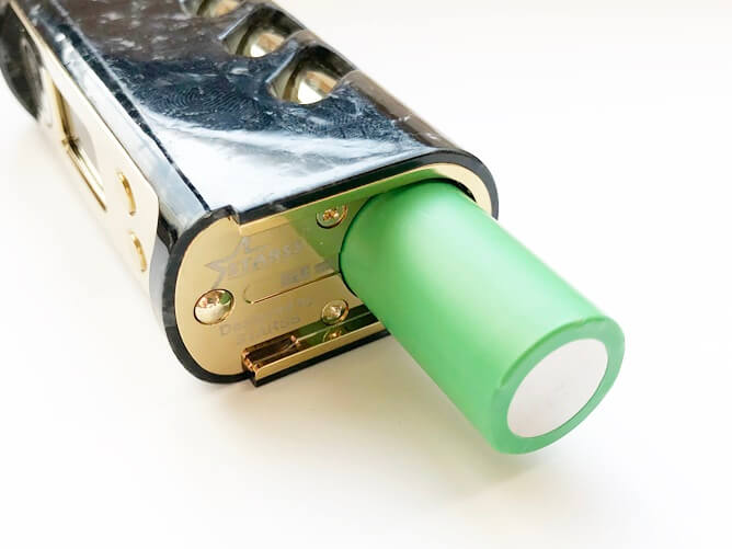 CKS STRIDEにバッテリー挿入