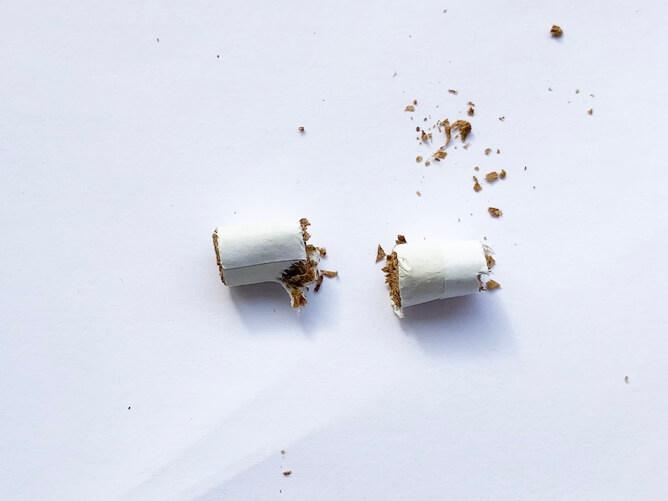 専用たばこスティックを半分にカット