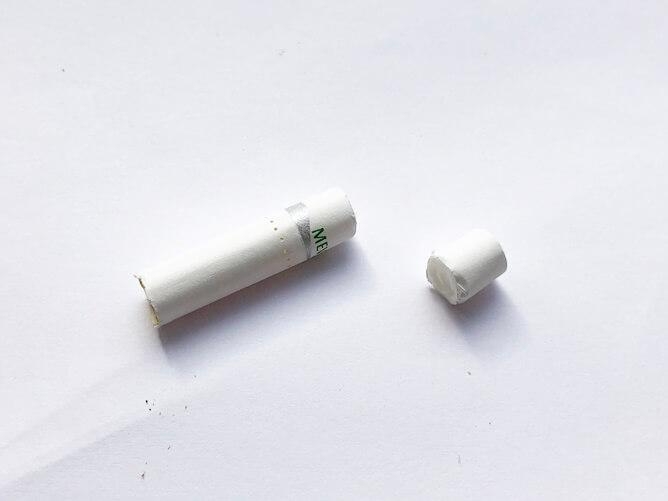 専用たばこスティックのフィルターをカット