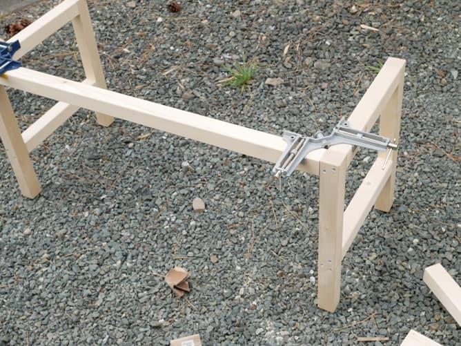 ベンチの足をさらに組付け